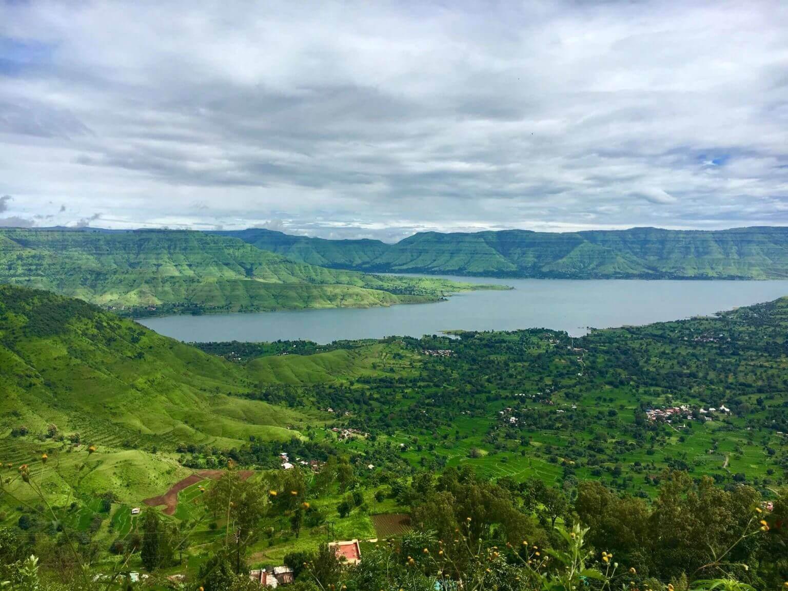 A lake view of Mahabaleshwar Hill-station